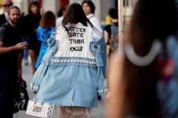Giacca di jeans in uno stile street