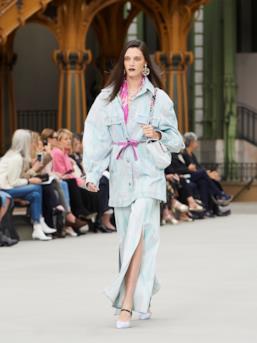 Sfilata CHANEL Collezione Donna Primavera Estate 2020 Parigi - CHANEL Resort PO RS20 0057
