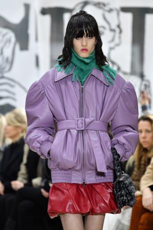 Color lavanda per la giacca in pelle di Miu Miu