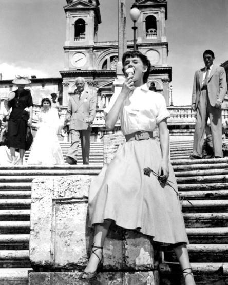 Audrey Hepburn in una scena di Vacanze Romane