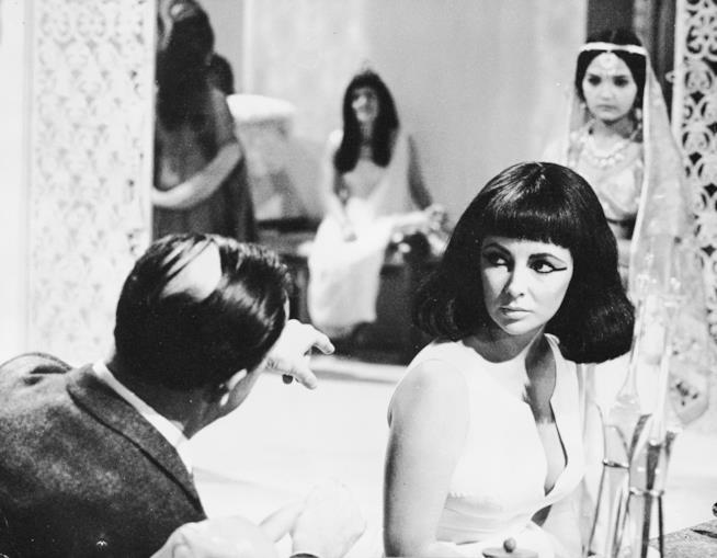 Elizabeth Taylor sul set di Cleopatra