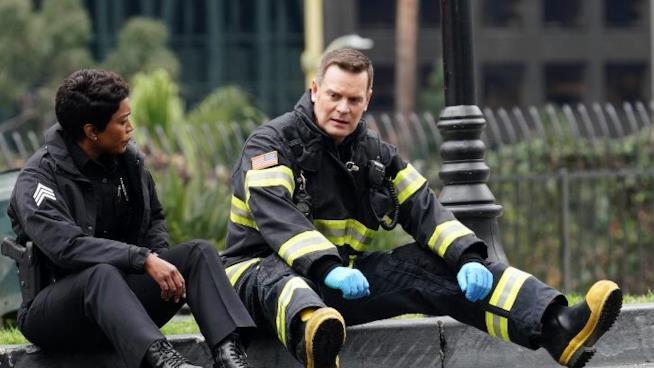 911: Athena e Bobby nel finale di stagione