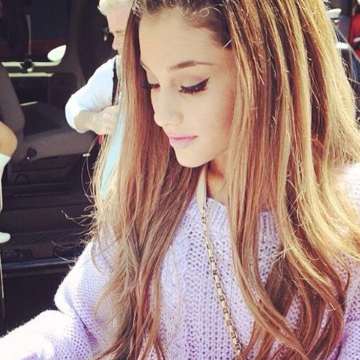Il trucco Cat Eye di Ariana Grande