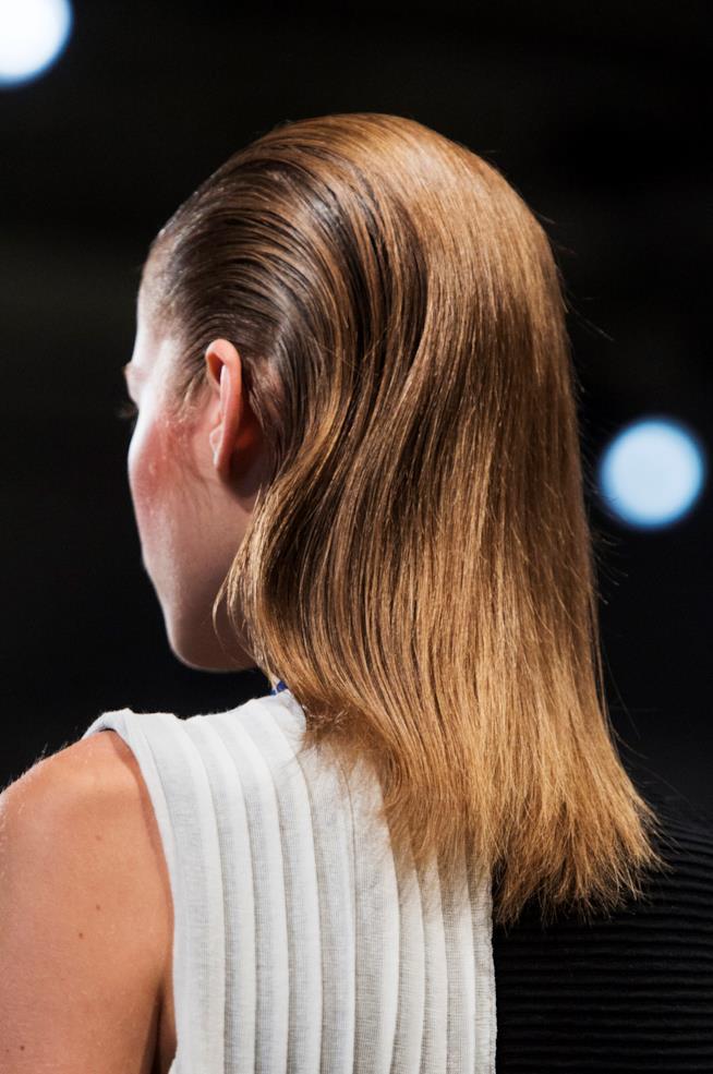 Capelli color caramello lunghi fino alle spalle
