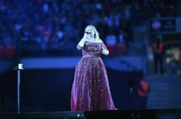 Adele sul palco in tour