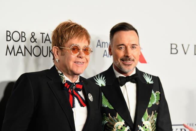 Elton John e il marito David Furnish al Gala della Fondazione