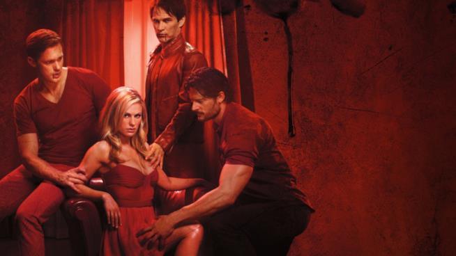 Un'immagine promozionale di True Blood con Sookie, Eric, Bill e Alcide