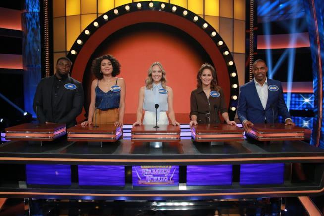 Celebrity Family Feud: un'immagine del cast di Station 19