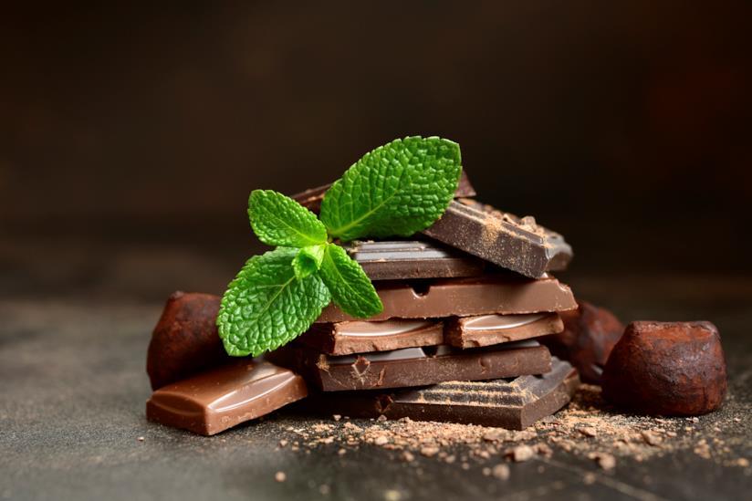 Foglie di menta e quadretti di cioccolato