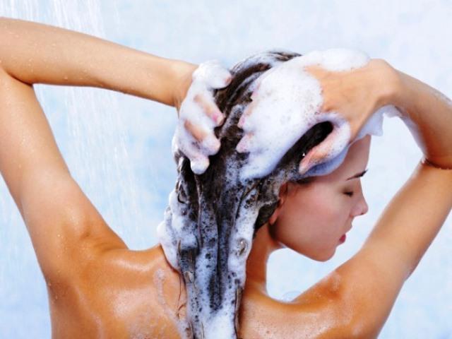 fare lo shampoo