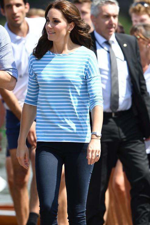 Kate in versione sportiva in occasione della fiaccolata delle Olimpiadi
