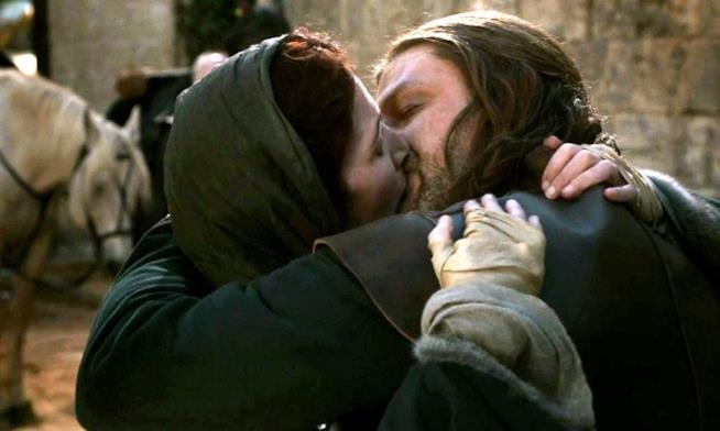 Ned e Catelyn mentre si baciano