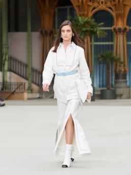 Sfilata CHANEL Collezione Donna Primavera Estate 2020 Parigi - CHANEL Resort PO RS20 0046