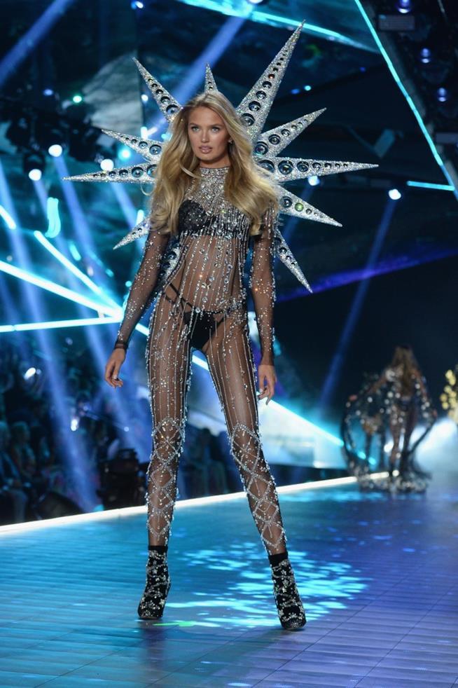 Romee Strijd al Victoria's Secret Fashion Show