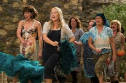 Donna, Tanya e Rosie in una scena di Mamma Mia!