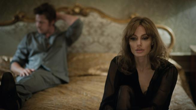 Una scena drammatica di By the Sea, con Angelina Jolie e Brad Pitt