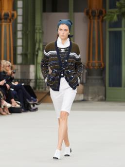 Sfilata CHANEL Collezione Donna Primavera Estate 2020 Parigi - CHANEL Resort PO RS20 0015