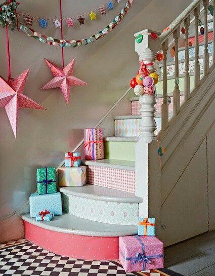 Scale natalizie con regali