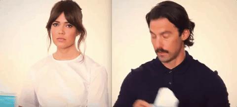 Milo Ventimiglia e Mandy Moore in una GIF