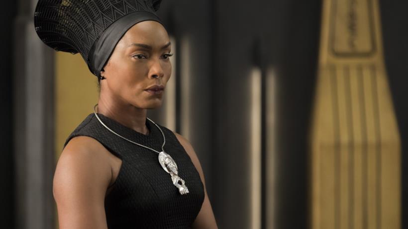 Angela Bassett in un'immagine da Black Panther