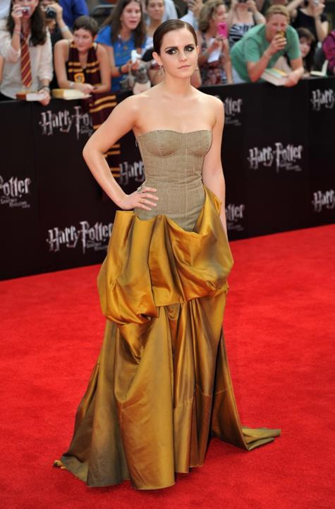 Emma Watson con un abito che non è piaciuto molto al pubblico e ai media