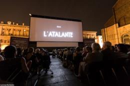 Piazza Maggiore di Bologna schermo Il Cinema Ritrovato