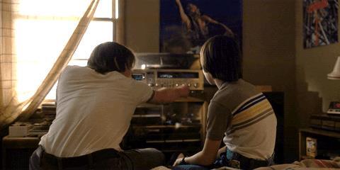 Jonathan e Will in una scena di Stranger Things