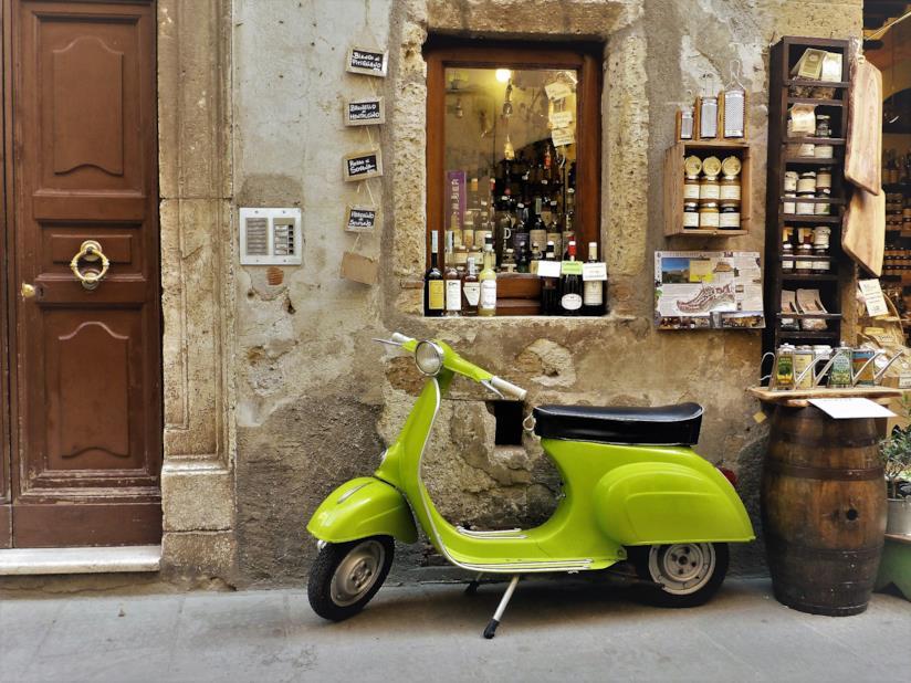 Caratteristico negozio di prodotti tipici in Toscania