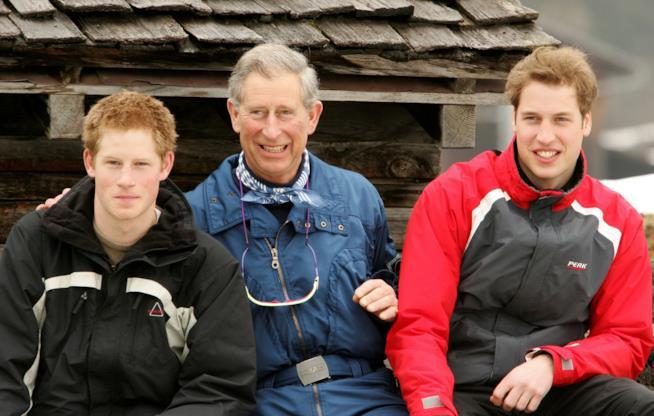 Il principe Carlo d'Inghilterra con i figli William e Harry