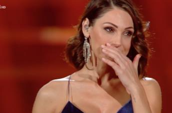 Anna Tatangelo indossa un abito da vera diva alla finale di Sanremo