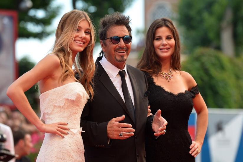 Camila Morrone con Al Pacino e sua madre Lucila Sola