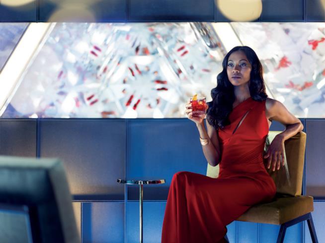 Zoe Saldana in una scena di Campari Red Diaries - The Legend of Red Hand