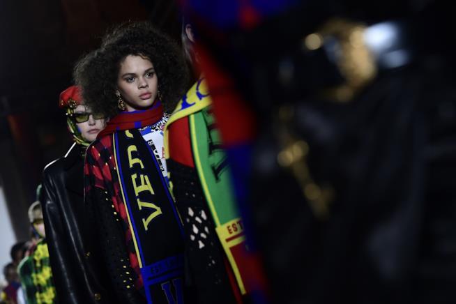 Le modelle durante una sfilata Versace