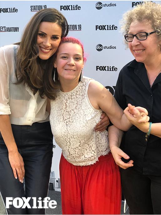 Stefania Spampinato, Carina DeLuca di Grey's Anatomy, co una fan disabile