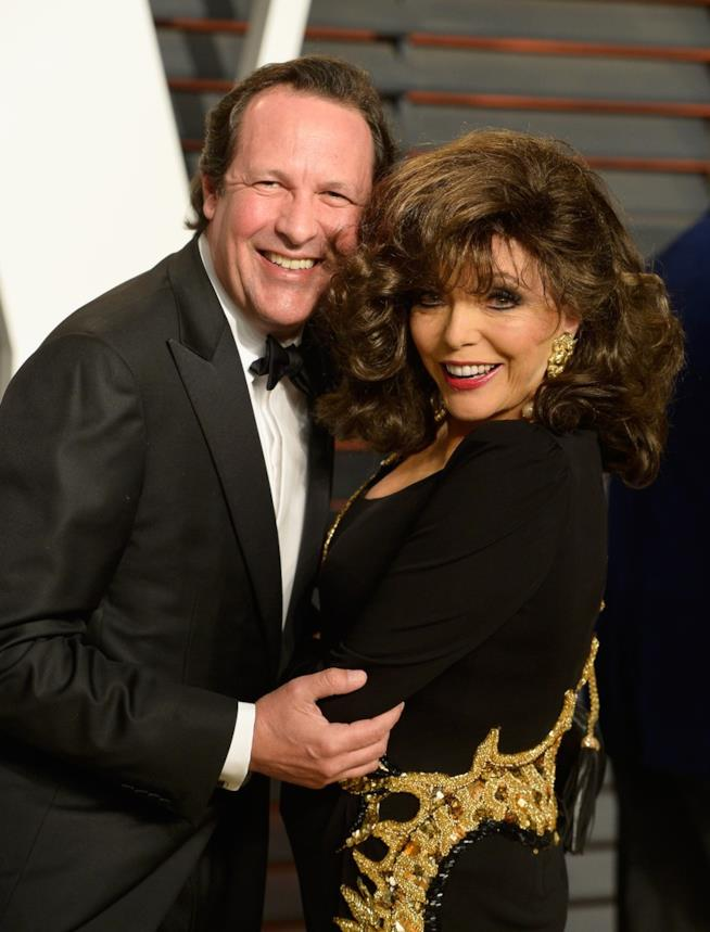 Percy Gibson abbracciato a Joan Collins