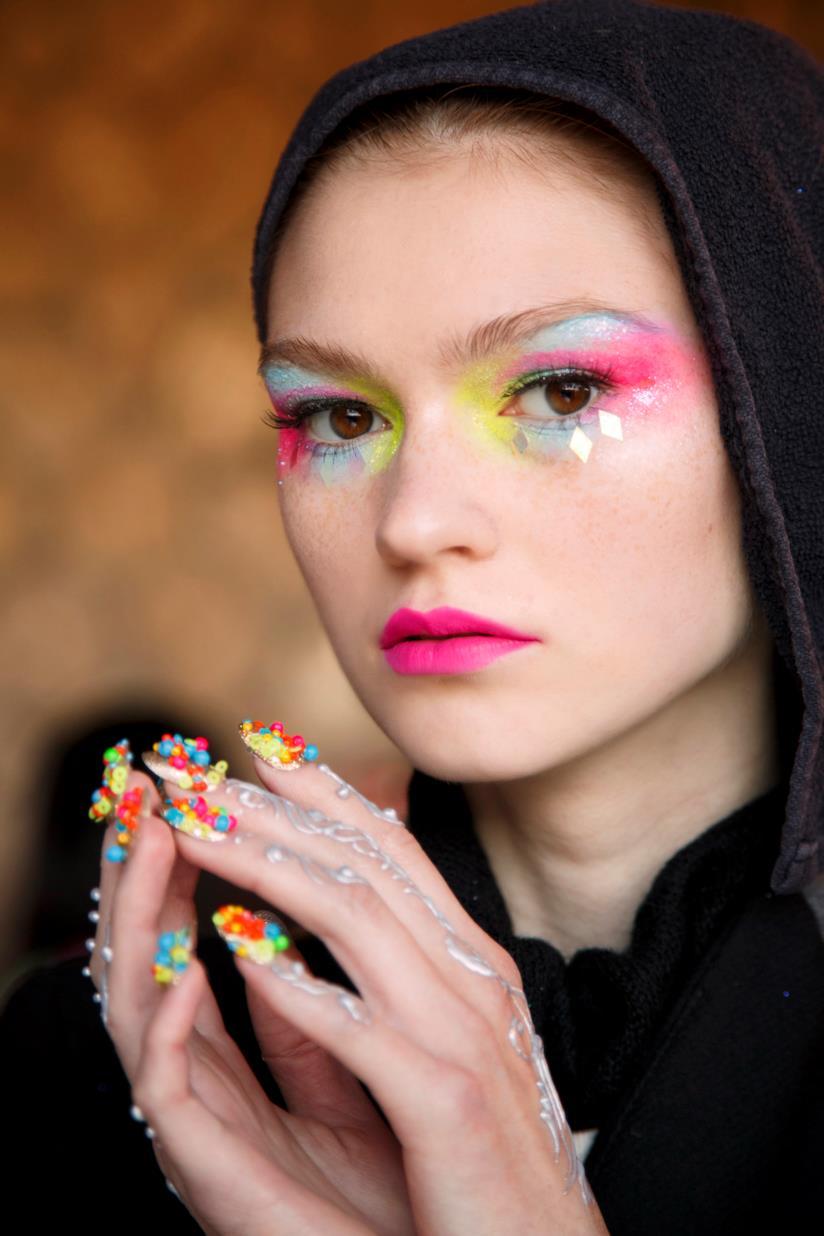 Nail art con unghie decorate particolari