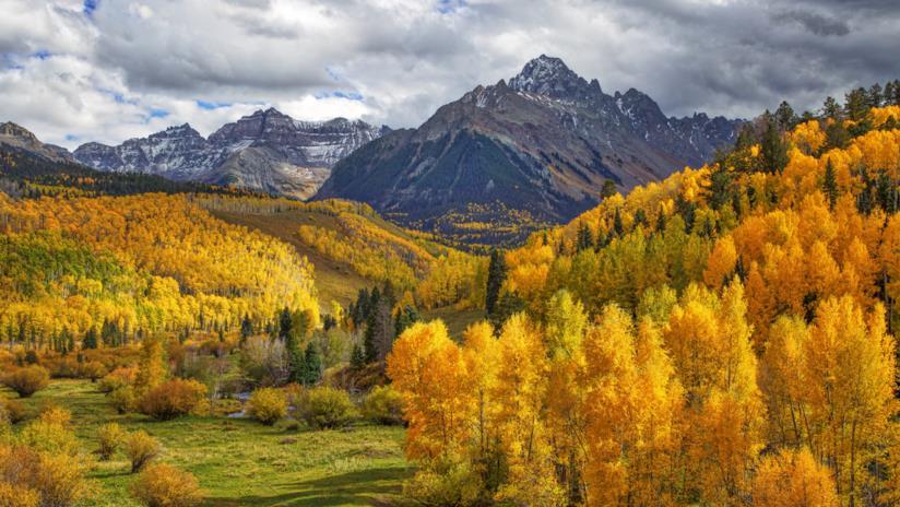 Lo spettacolo dei colori autunnali tra le montagne rocciose del Colorado