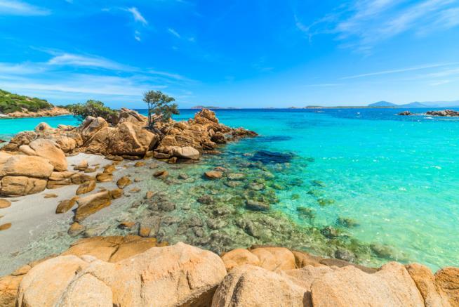 Spiaggia di Capriccioli in Costa Smeralda nella Sardegna nord