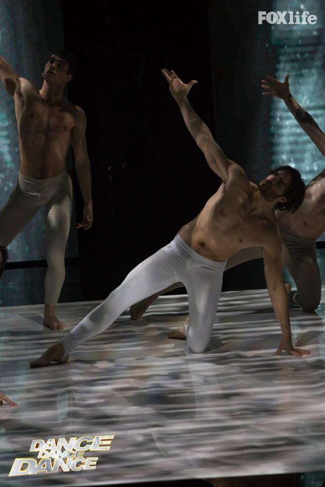 Giulio Berruti, esibizione sesto serale di Dance Dance Dance 2