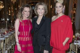 Jane Fonda e Marion Cotillard con Caroline Scheufele all'evento parigino di Chopard