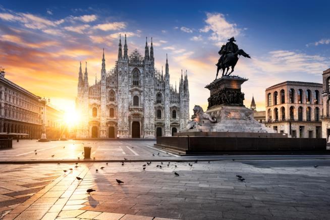 la piazza del Duomo con lo stesso sullo sfondo catturata al sorgere del sole