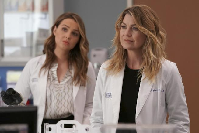 Jo e Meredith in una scena di Grey's Anatomy