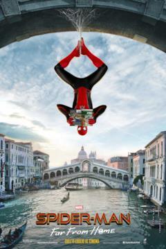 Spider-Man a testa in giù tra i canali di Venezia