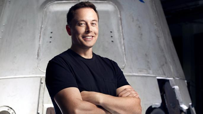 Elon Musk in posa per una foto