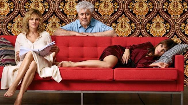 Le protagoniste principali di Julieta insieme al regista Almodóvar