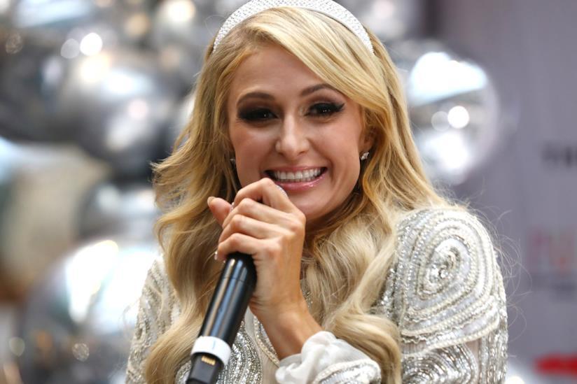 Paris Hilton non si sposa più, ma tiene l'anello