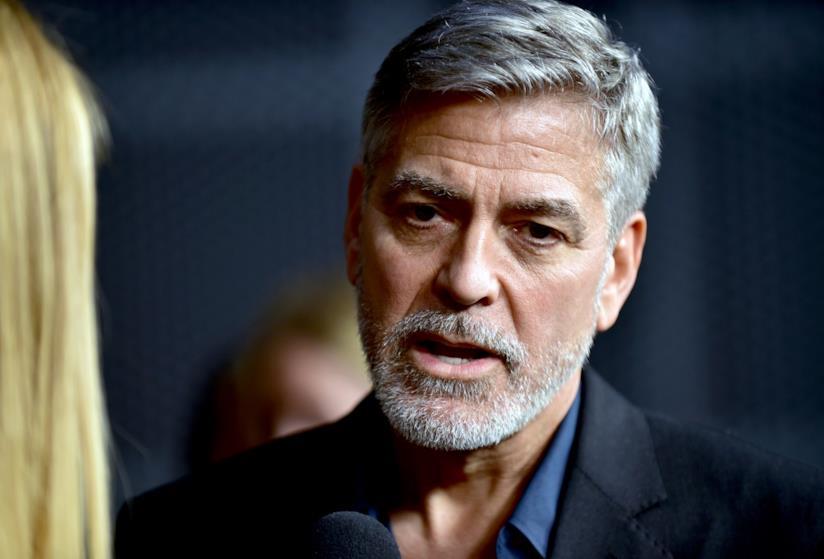 Un primo piano di George Clooney