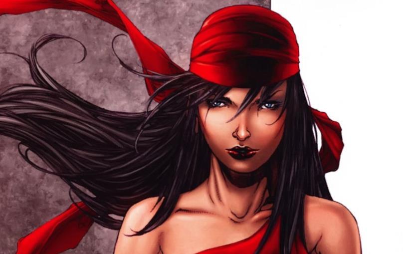 La seducente Elektra si prepara all'azione