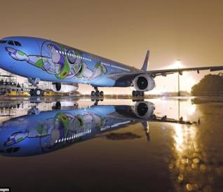 L'Airbus A 330 a tema Toy Story della compagnia aerea China Eastern Airlines