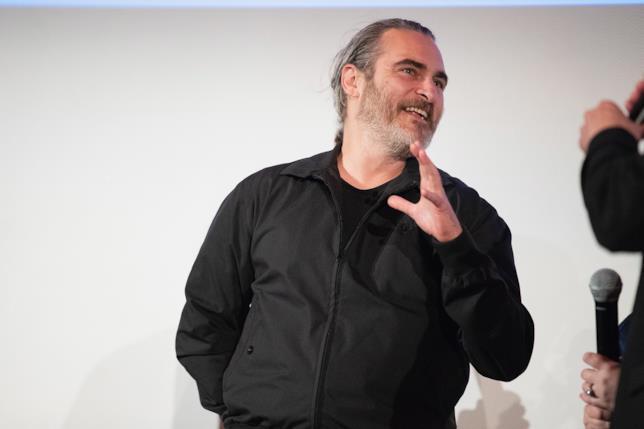 Joaquin Phenix sorridente a un evento